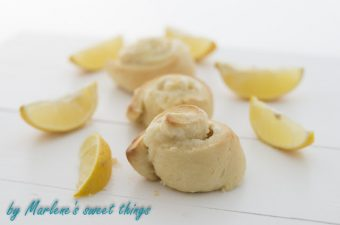 Lemon cheese cake rolls