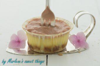 Mini-Cheesecake mit Rhabarber Curd