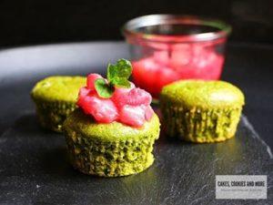 Süsse Spinatmuffins mit Rhabarberkompott