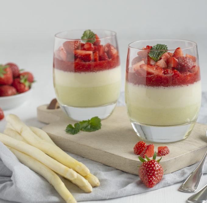 Spargel Panna Cotta mit Erdbeeren