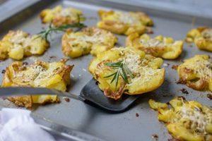 Smashed Potatoes mit Rosmarin und Knoblauch
